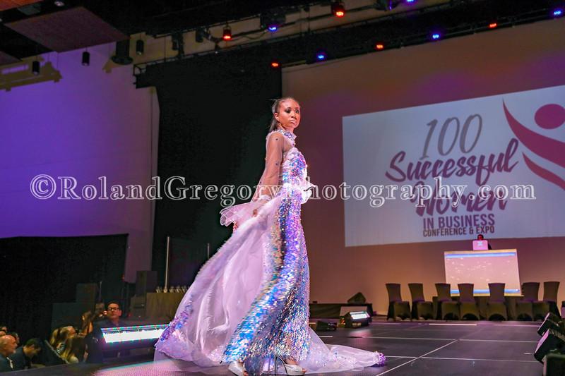 100 Womens Fashion show2019-3461.jpg
