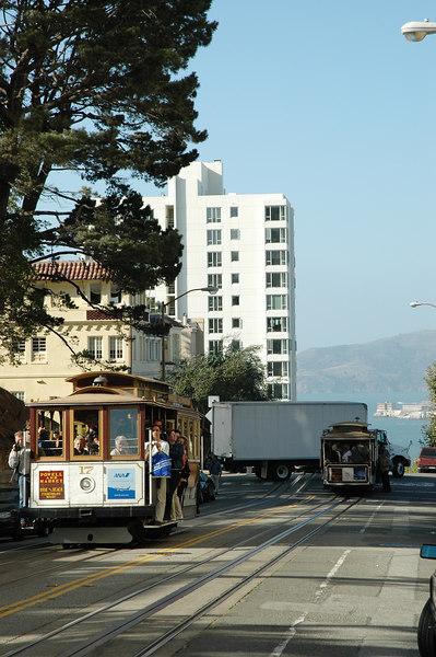 到了Lombard st.下車,cable car在此附近爬到了最高點
