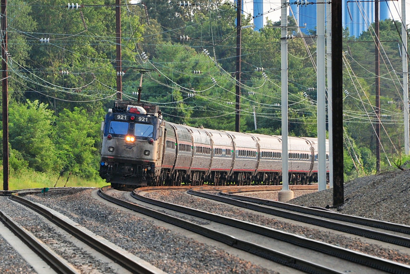 AEM-7 921 leads train 138 through Odenton.