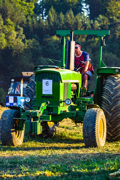 Tractor Pulling 2015-01635.jpg