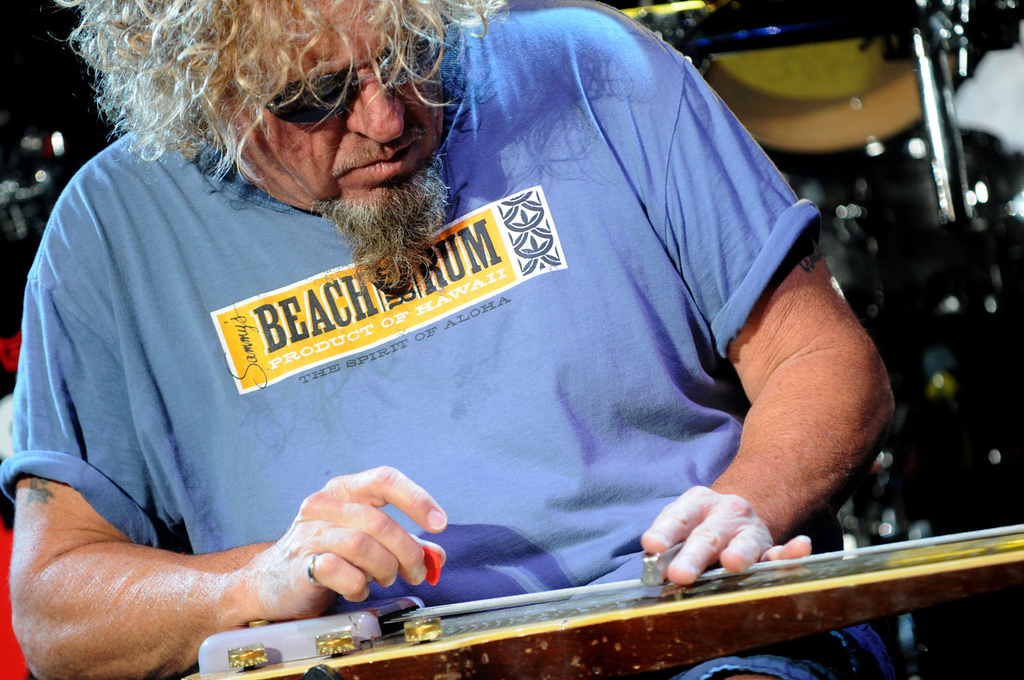 . Sammy Hagar picks out a tune. (Pioneer Press: Sherri LaRose-Chiglo)