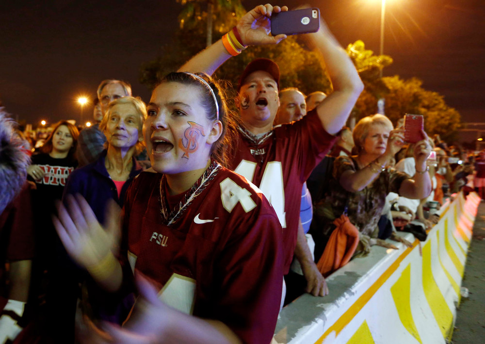 Description of . Florida State fans cheer the arrival of the team before the Orange Bowl NCAA college football game against Northern Illinois, Tuesday, Jan. 1, 2013, in Miami. (AP Photo/J Pat Carter)