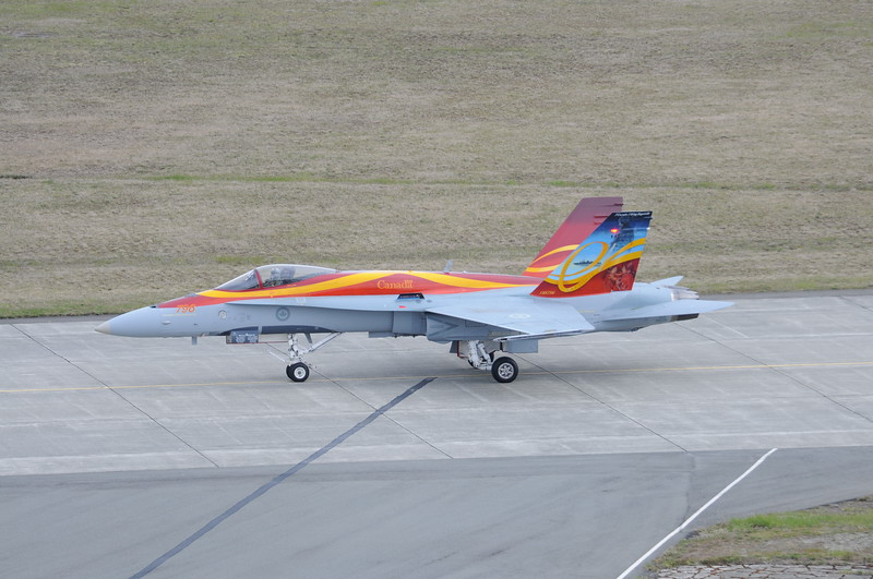 2011 CF-18 Demo April 15 2011 Comox - DEREK HEYES (36).JPG