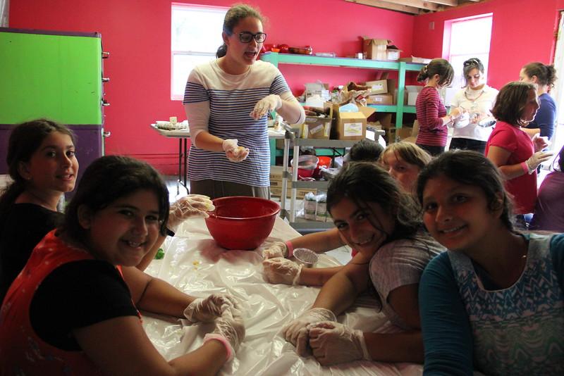 kars4kids_thezone_camp_girlsDivsion_activities_baking (84).JPG
