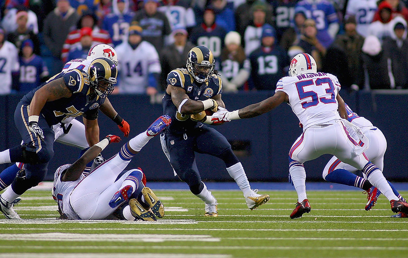 . Steven Jackson #39 of the St. Louis Rams runs against the Buffalo Bills at Ralph Wilson Stadium on December 9, 2012 in Orchard Park, New York.  (Photo by Rick Stewart/Getty Images)
