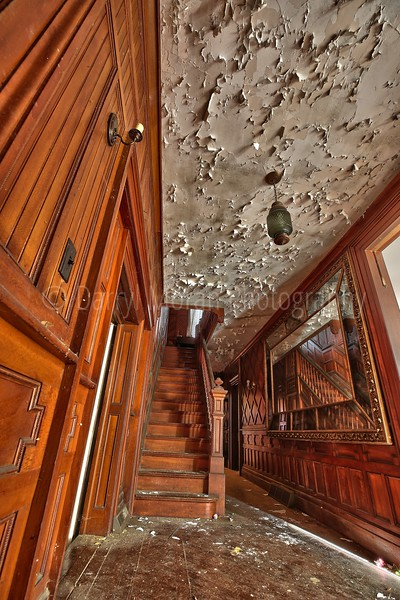 Beautiful Abandoned Mansion (37).jpg