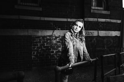 Courtney | Downtown Spring Senior Photos
