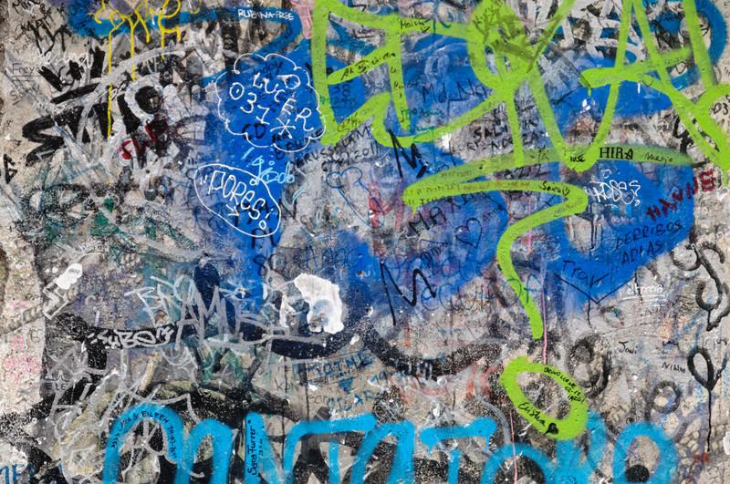 Auf diesem Mauerstück haben sich sogar Besucher aus Brunei Darussalam verewigt! Könnt ihr es finden?