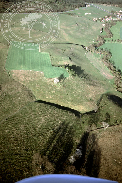 Maglehems ora [Ohra] - with plantations, buildings and prehistoric remains (4 May, 1989). | LH.0674