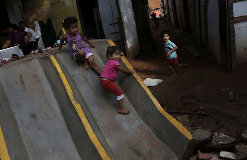 . Children of a member of Brazil\'s Movimento dos Sem-Teto (Roofless Movement) play at an area that used to be a nursery and school in Sao Paulo March 10, 2013. More than 1,200 people from Brazil\'s roofless movement live in an explosion prone area that has been contaminated with methane since October 2012, local media reported. According to the Environmental Sanitation Technology Company in the State of Sao Paulo (CETESB) the soil and water from the groundwater are contaminated with methane. Picture taken March 10, 2013. REUTERS/Nacho Doce