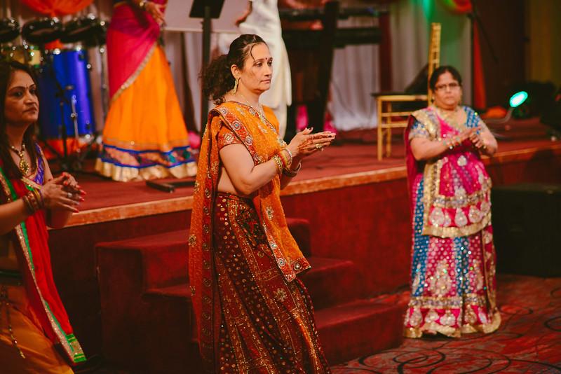 Charmi & Abhi Garba (155 of 578).jpg