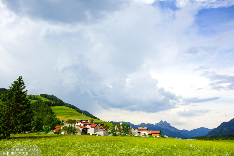 Thunder clouds over Zöblen. Gimpel and Rote Flüh in the background.