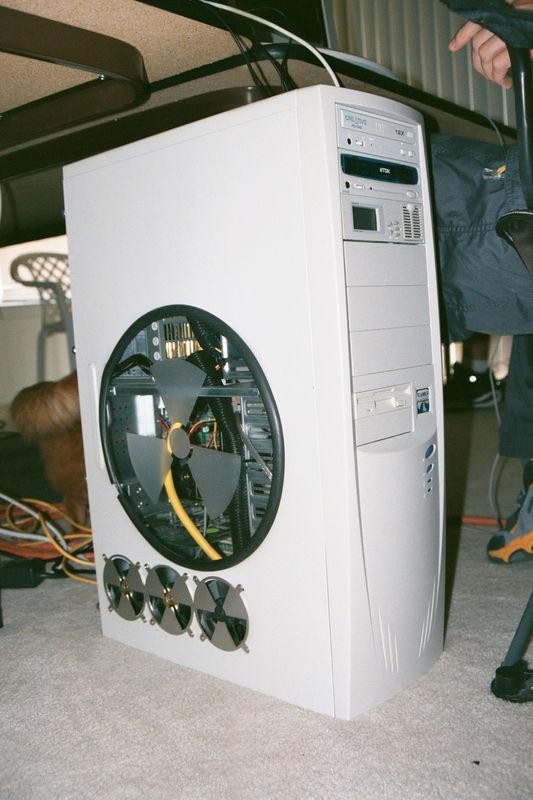 2001 11 - LAN Party at Doug's 04.JPG