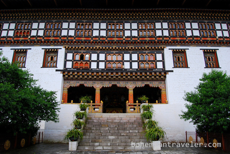 entrance Tashichho Dzong in Thimphu Bhutan.jpg
