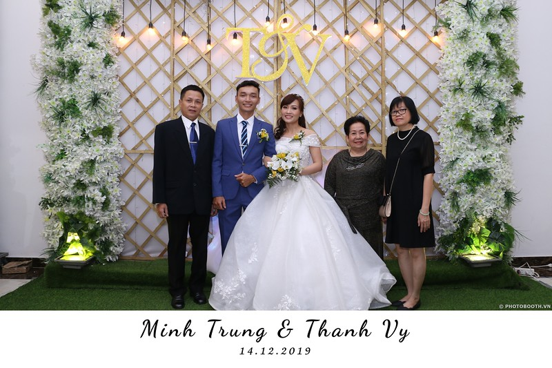Trung-Vy-wedding-instant-print-photo-booth-Chup-anh-in-hinh-lay-lien-Tiec-cuoi-WefieBox-Photobooth-Vietnam-053.jpg