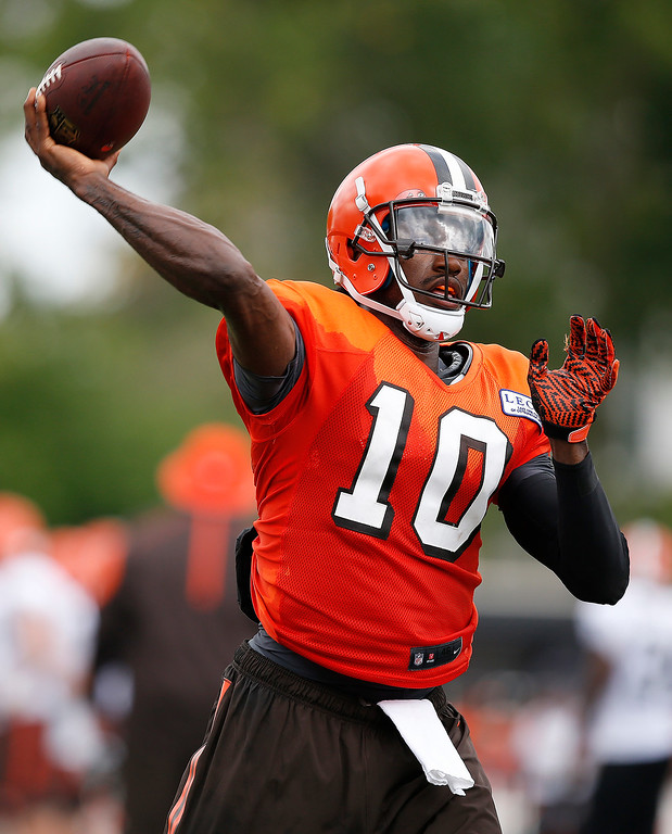 . Cleveland Browns quarterback Robert Griffin III throws during the NFL football team\'s training camp Tuesday, Aug. 9, 2016, in Berea, Ohio. (AP Photo/Ron Schwane)