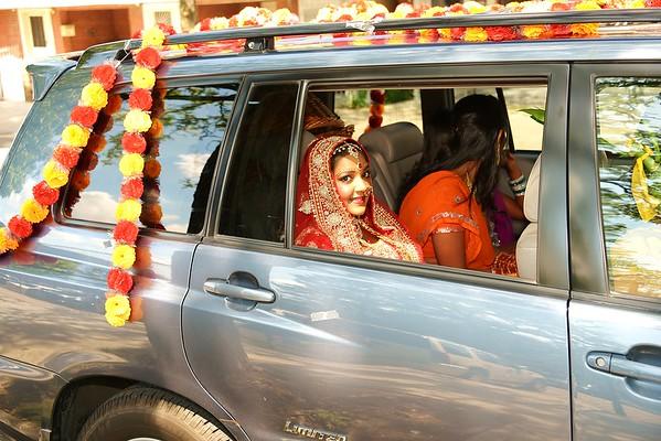 Bride & Groom Arrive at Mandir