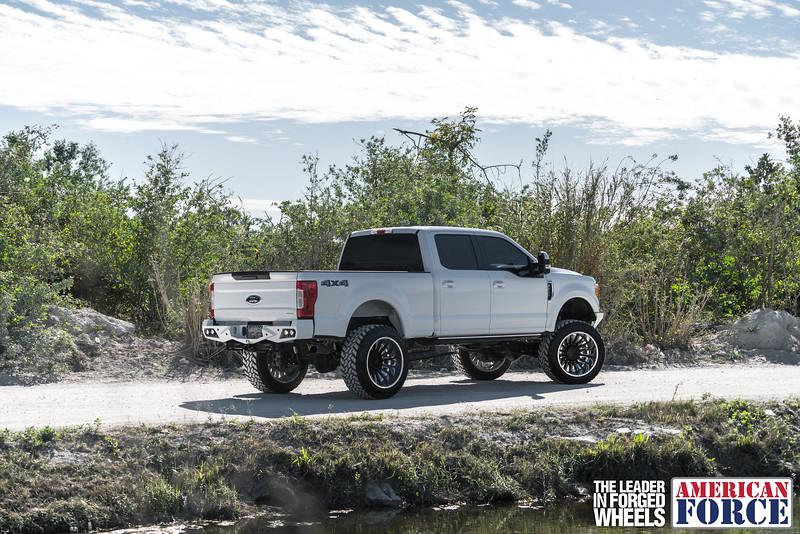 Champion4x4-Juan.S-White-2017-Ford-F250-Polish-Black-24x14-Tactical-Crown-WEB-180131-DSC00133-18.jpg