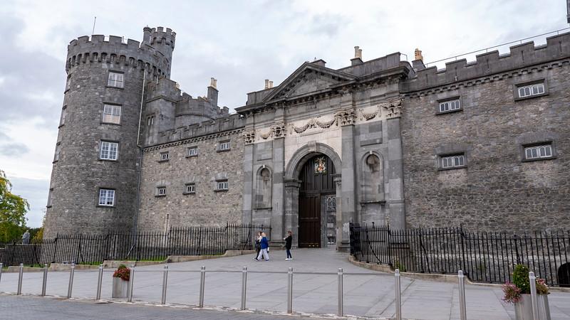 Ireland-Kilkenny-Castle-01.jpg