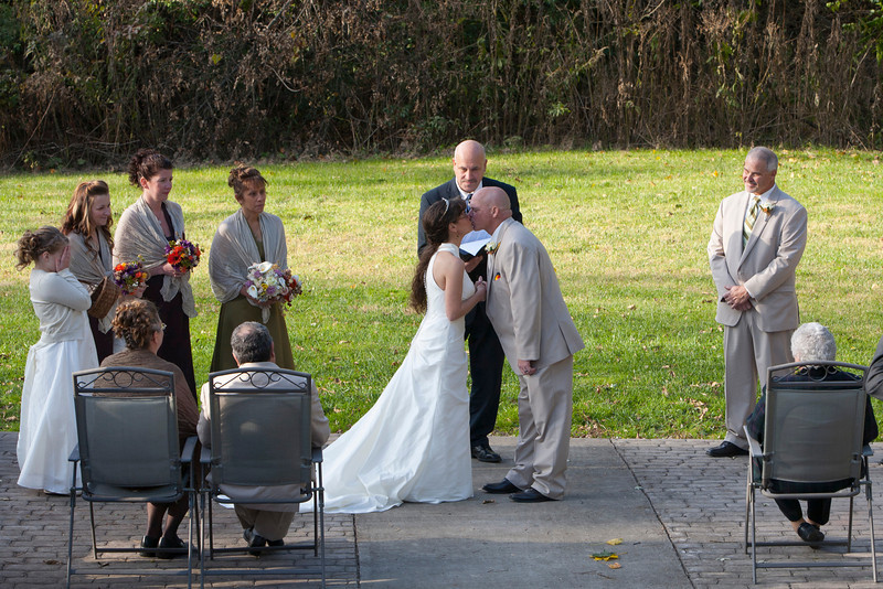 Wedding The Kiss Stone Arch Bridge, Lewistown, PA _mg_2569A_1.jpg