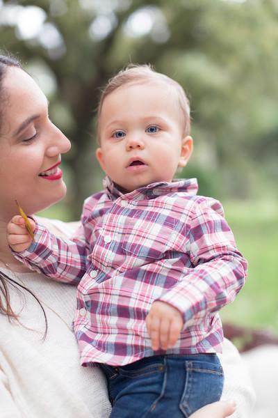 Holiday Minis- Acosta Family-70.jpg