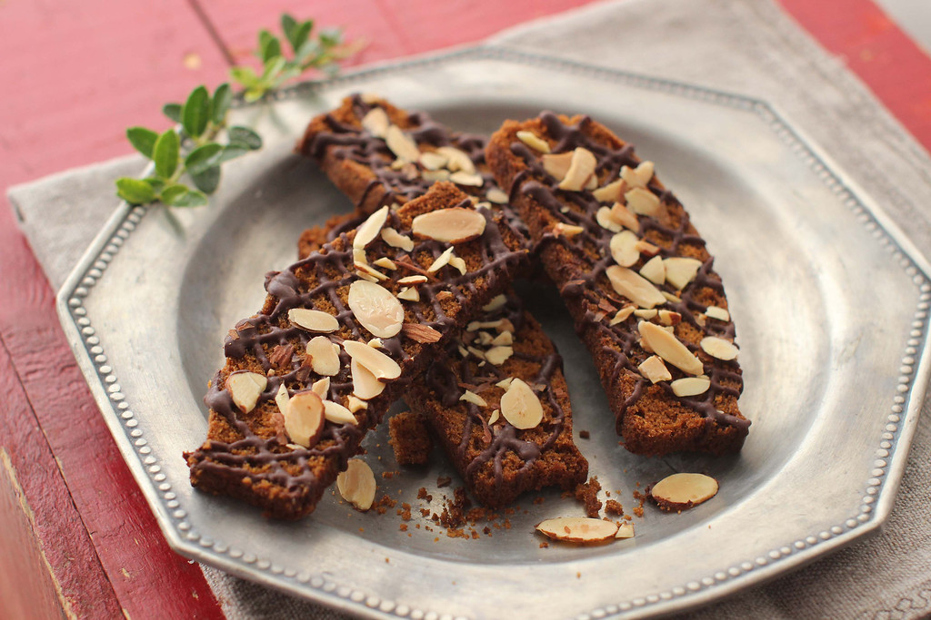 ". These cookies are from a recipe by Alison Ladman. <a href=""https://www.yahoo.com/news/pumpkin-bread-twice-delicious-baked-twice-biscotti-155155769.html?ref=gs\"">Get the recipe for pumpkin bread biscotti</a>. (AP Photo/Matthew Mead)"