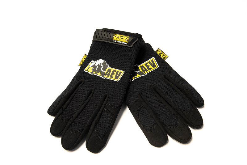 AEV_Gloves_TBL1.jpg