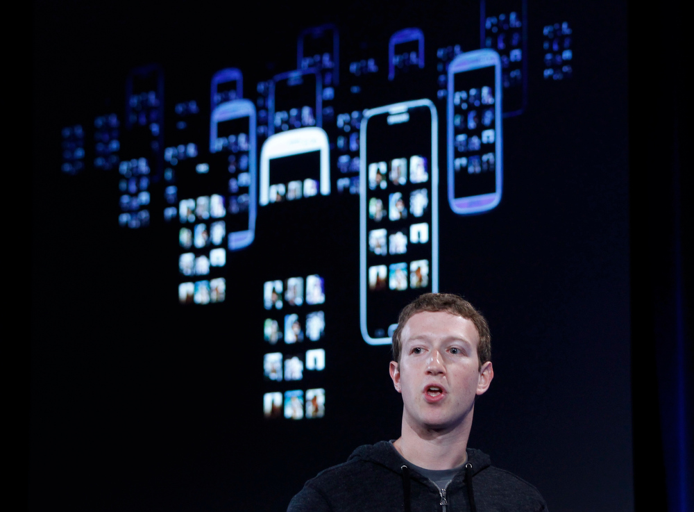 ". Mark Zuckerberg, Facebook\'s co-founder and chief executive introduces \'Home\' a Facebook app suite that integrates with Android, in Menlo Park, California, April 4, 2013. \'Chat Head"" is an app that will allow you to instantly chat with your friends from any app. REUTERS/Robert Galbraith"