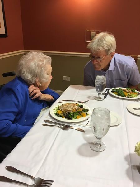 102-årig bordsdam