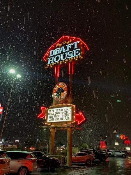 2019-02-20 Real Snow Day Las Vegaa 04 - Draft House snowfall