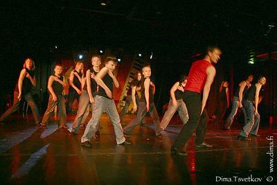 11 Tanssin pyörteissä