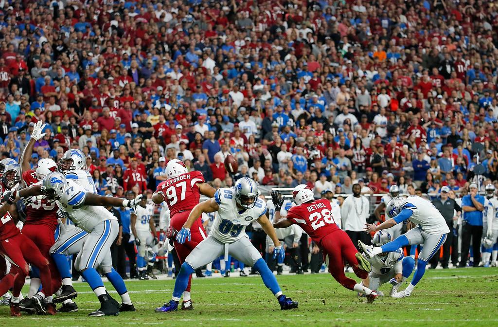 . Detroit Lions kicker Matt Prater, right, kicks a field goal against the Arizona Cardinals during the first half of an NFL football game, Sunday, Nov. 16, 2014, in Glendale, Ariz. (AP Photo/Matt York)