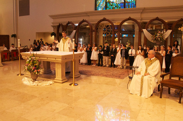 Annunciation's Father Stephen Leads First Communion
