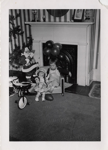 linda or connie that is the ques!! If the pic on the mantel is Con then it must be me!! Look at the old white roaster under the tree. Mom still has that!! Is this the Greenfield house? I love pic that show what our house looked like. The wallpaper looks like what Mom has now!