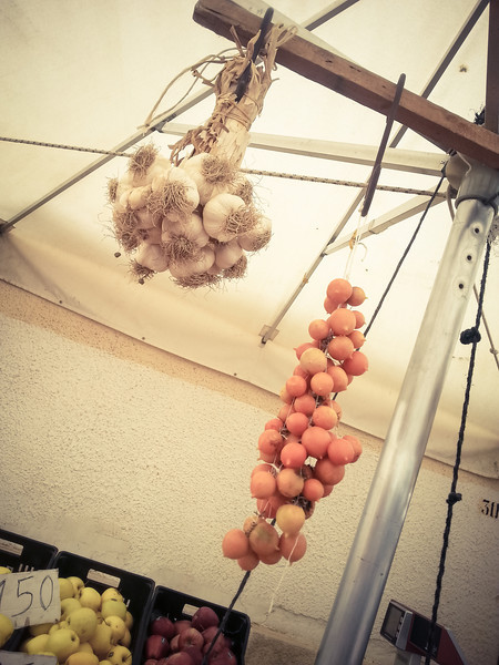 market garlic.jpg