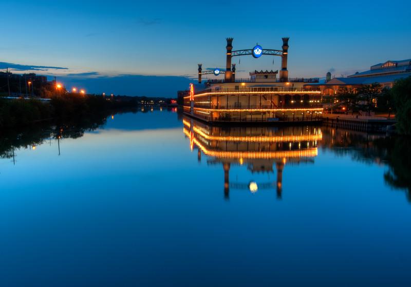 24 July 2011 : Elgin riverboat casino.