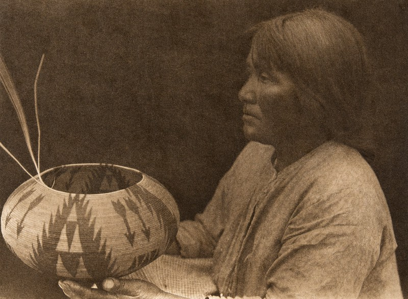 A Lake Mono basket-maker  (The North American Indian, v. XV. Norwood, MA, The Plimpton Press, 1926)