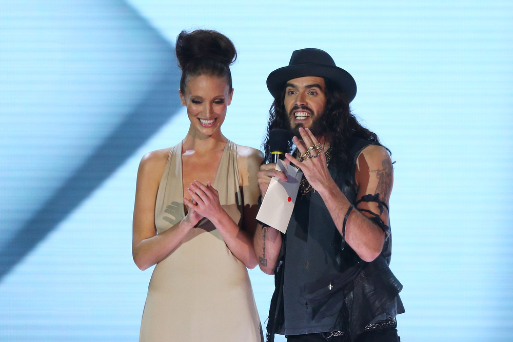 Description of . Russell Brand presents the ARIA for album of the year at the 26th Annual ARIA Awards 2012 at the Sydney Entertainment Centre on November 29, 2012 in Sydney, Australia.  (Photo by Don Arnold/Getty Images)
