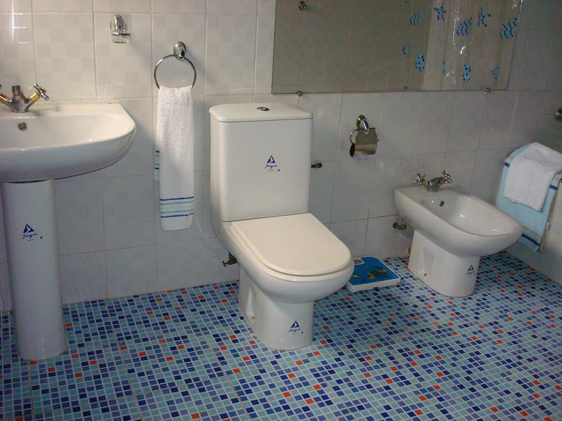 Salle de bain,Villa meublée climatisée avec la connexion internet haut débit 70 Euros par jour - 46000 F CFA par jour