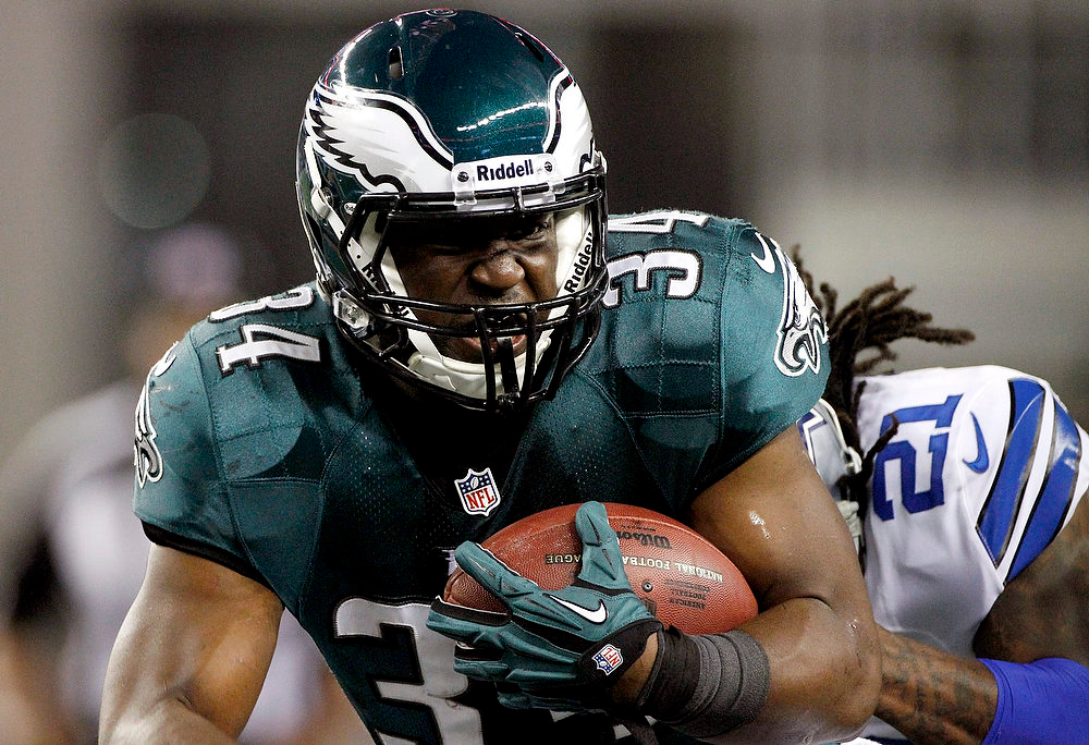 . Philadelphia Eagles running back Bryce Brown (34) is pursued by Dallas Cowboys cornerback Mike Jenkins (21) during the first half of an NFL football game, Sunday, Dec. 2, 2012, in Arlington, Texas. (AP Photo/Tony Gutierrez)