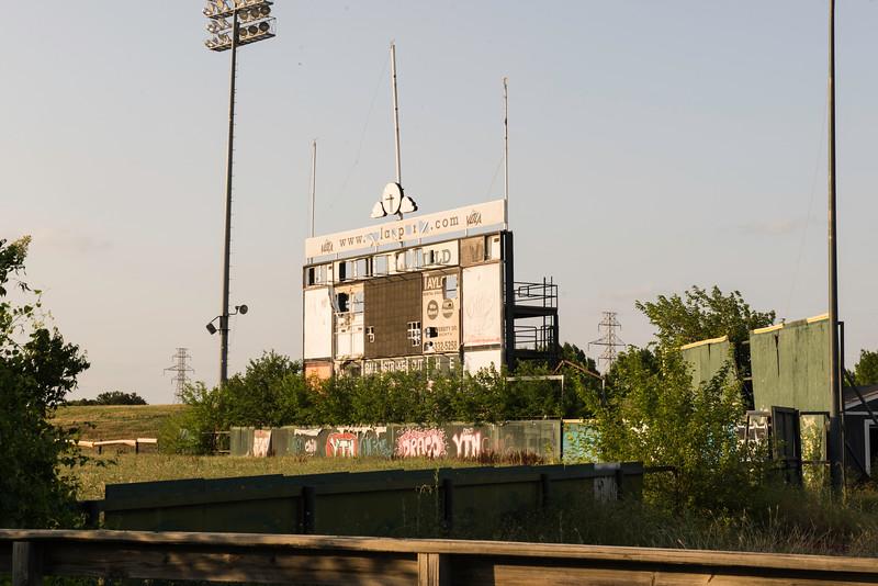 2019-05-27 Abandoned LaGrave Field 008.jpg