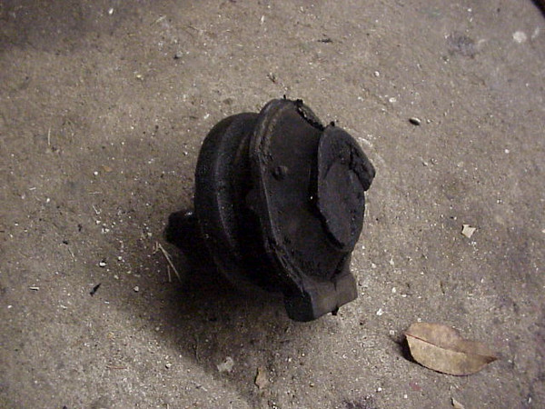 Broken motor mount (pass.)