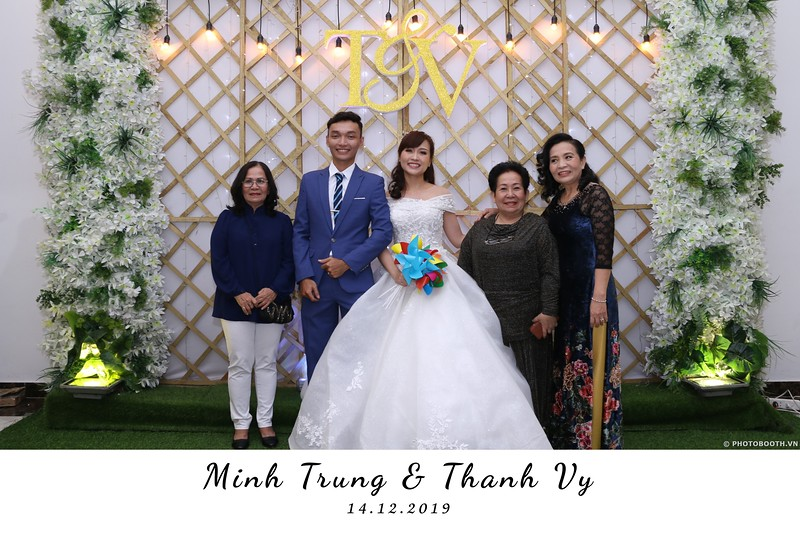 Trung-Vy-wedding-instant-print-photo-booth-Chup-anh-in-hinh-lay-lien-Tiec-cuoi-WefieBox-Photobooth-Vietnam-028.jpg