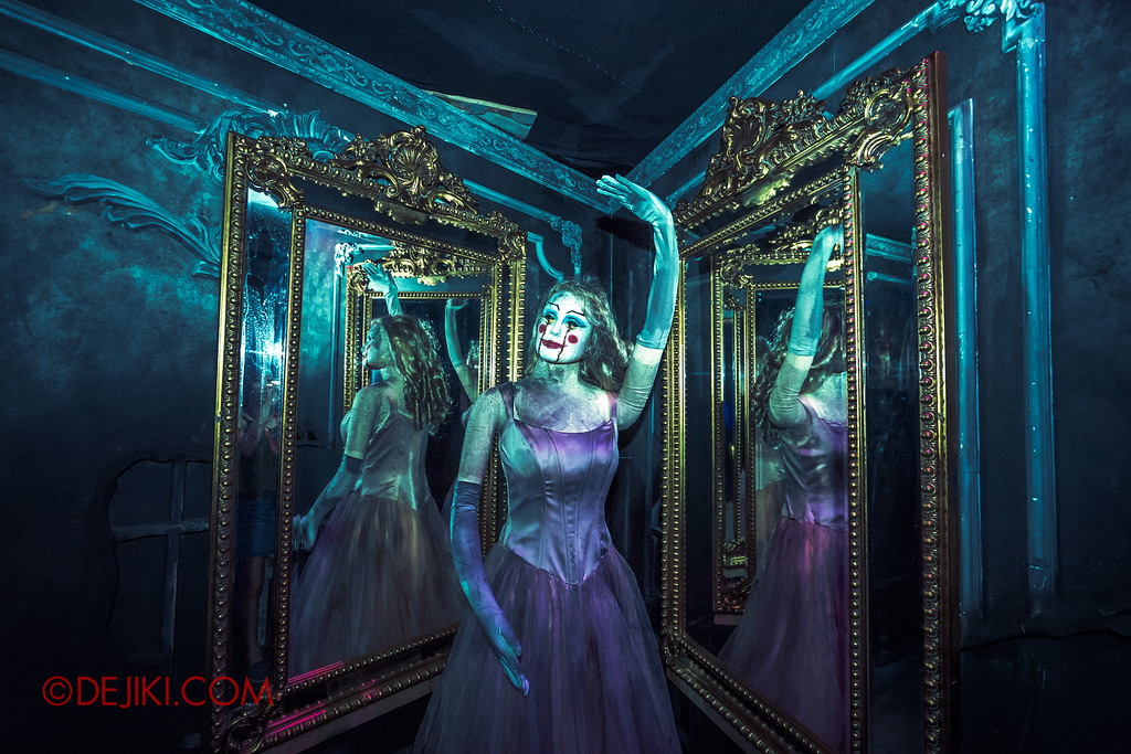 Halloween Horror Nights 6 - Bodies of Work / Ballerina mirror