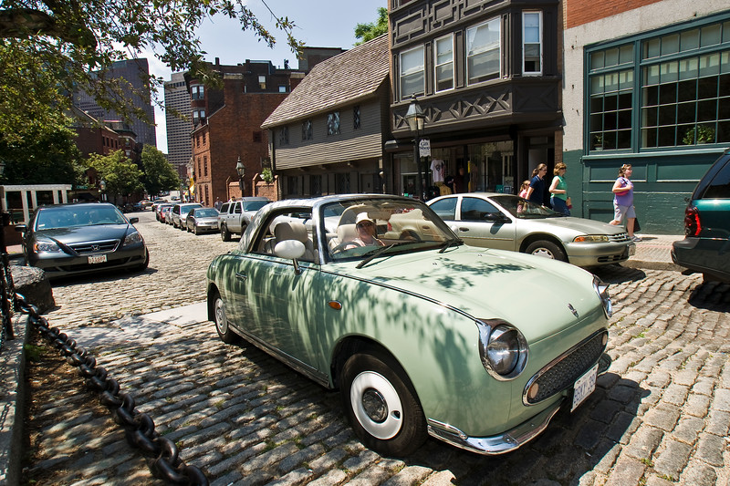 photowagon: Gould's MicroCar trip to Boston, Bunker Hill; Salem, 08.07.13, Figaro in front of Paul Revere's house in Boston