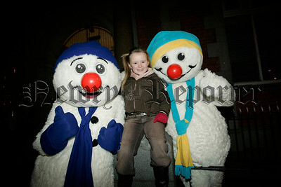 Noelle Cunnane pictured with snowmen at the switching of the Christmas lights in Newry on Thursday last. 06W48N12