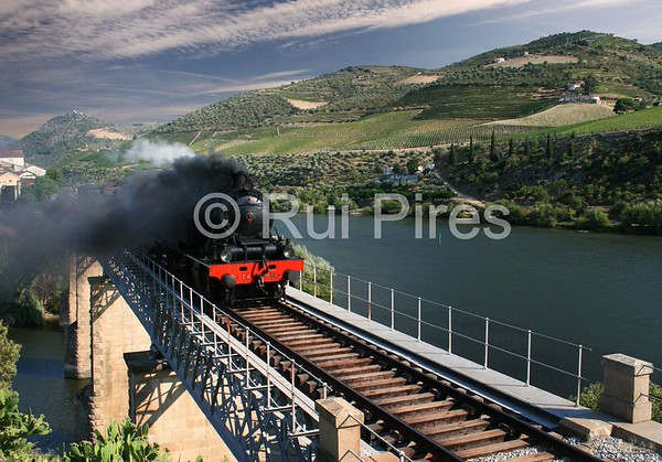 Douro´s train and boats