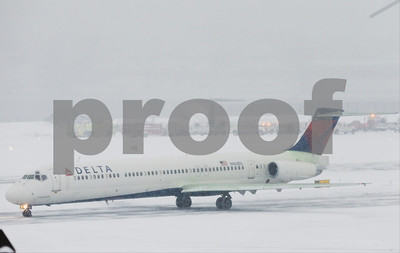 nyc-landing-mishap-raises-questions-on-runway-snow-closures