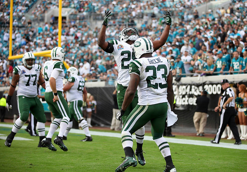 . New York Jets running back Bilal Powell (C) celebrates his touchdown with teammate Shonn Greene (R) during the second half of their NFL football game against the Jacksonville Jaguars in Jacksonville, Florida December 9, 2012. REUTERS/Daron Dean (UNITED STATES - Tags: SPORT FOOTBALL)