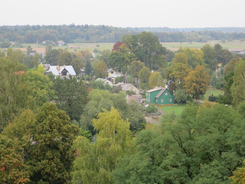 Kern van Litouwen is een kasteel op een heuvel,  bij een dorp en een kerk